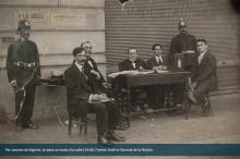 Por razones de higiene, la mesa se muda a la calle (1918)